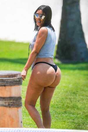 Kim Kardashian Shows Off